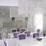 зеркальные плиты в столовой