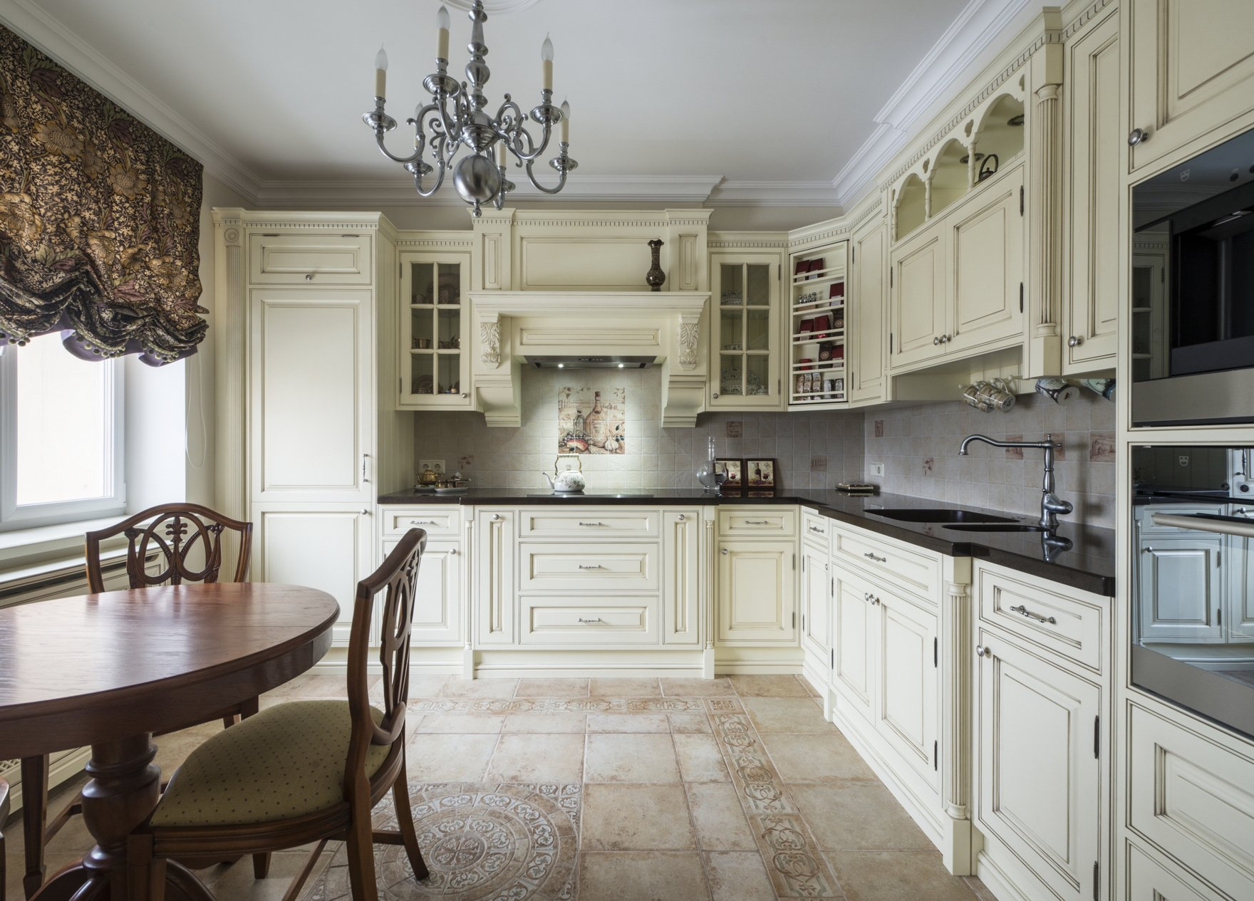 плитка на полу в кухне по-английски