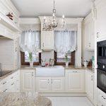 встроенная мебель на белой английской кухне