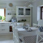 английская кухня в бело-сером исполнении