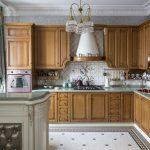 красивое напольное покрытие на кухне в английском стиле