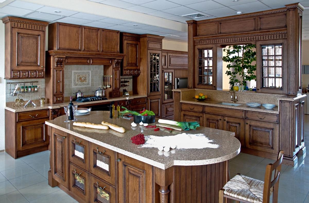 рабочая поверхность из камня на кухне