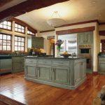 арочный птолок на кухне в английском стиле