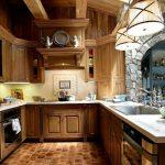 теплый свет на кухни в английском стиле