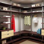 Коричневый гардероб со встроенным комодом