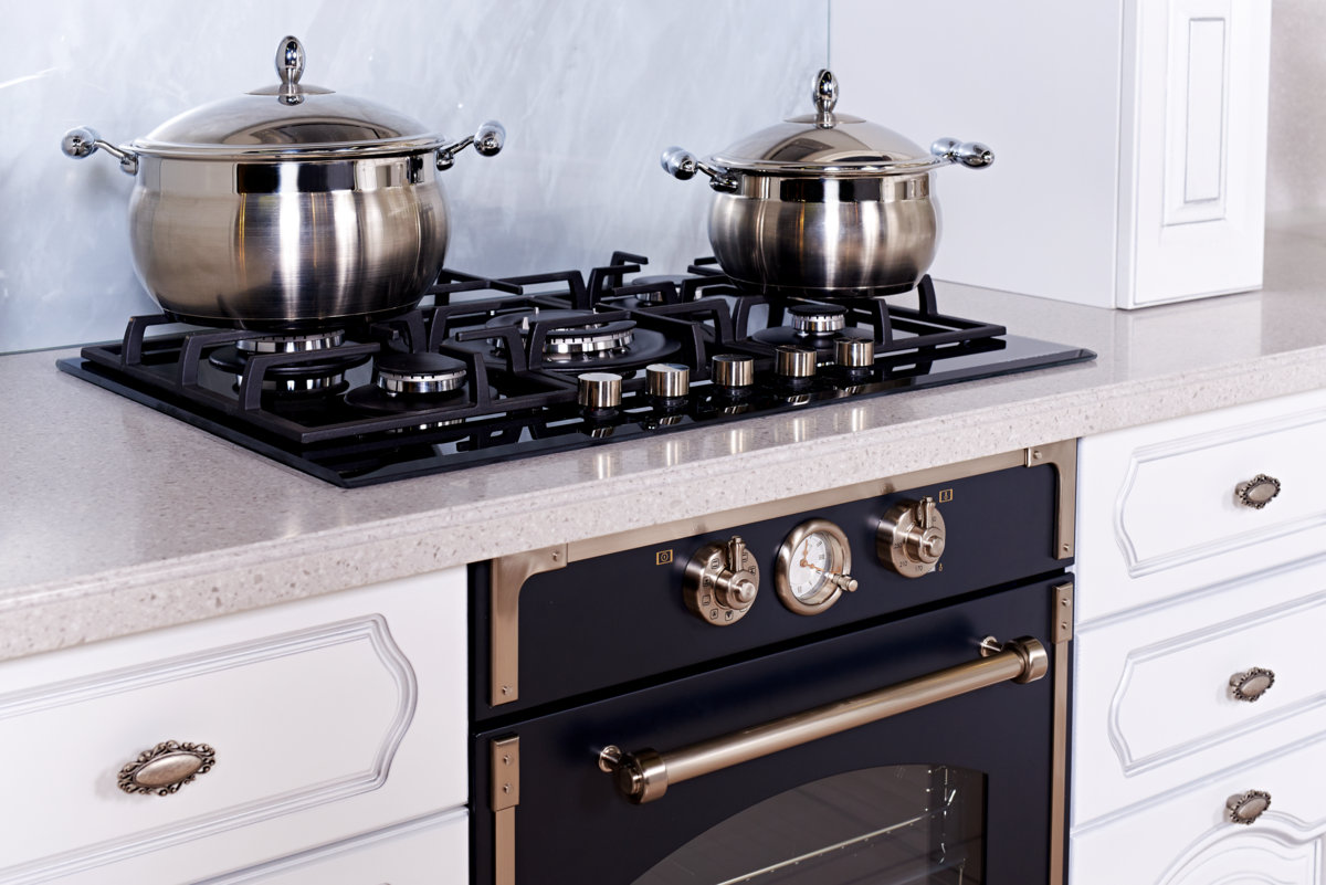 стильная газовая плита на кухне
