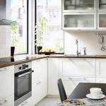удобные белые шкафчики для кухни от икеа