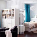 разграничение пространства между спальней и гостиной