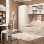 изящная белоснежная гостиная в белом цвете