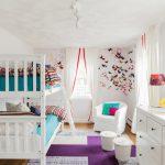 белая мебель и яркие аксессуары в детской