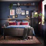 необычная спальня в темных тонах