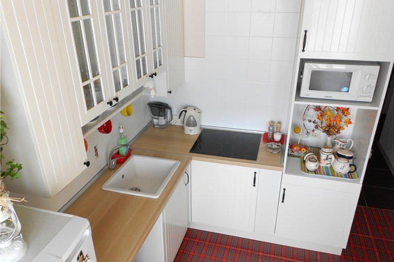 напольные и навесные шкафчики на кухне