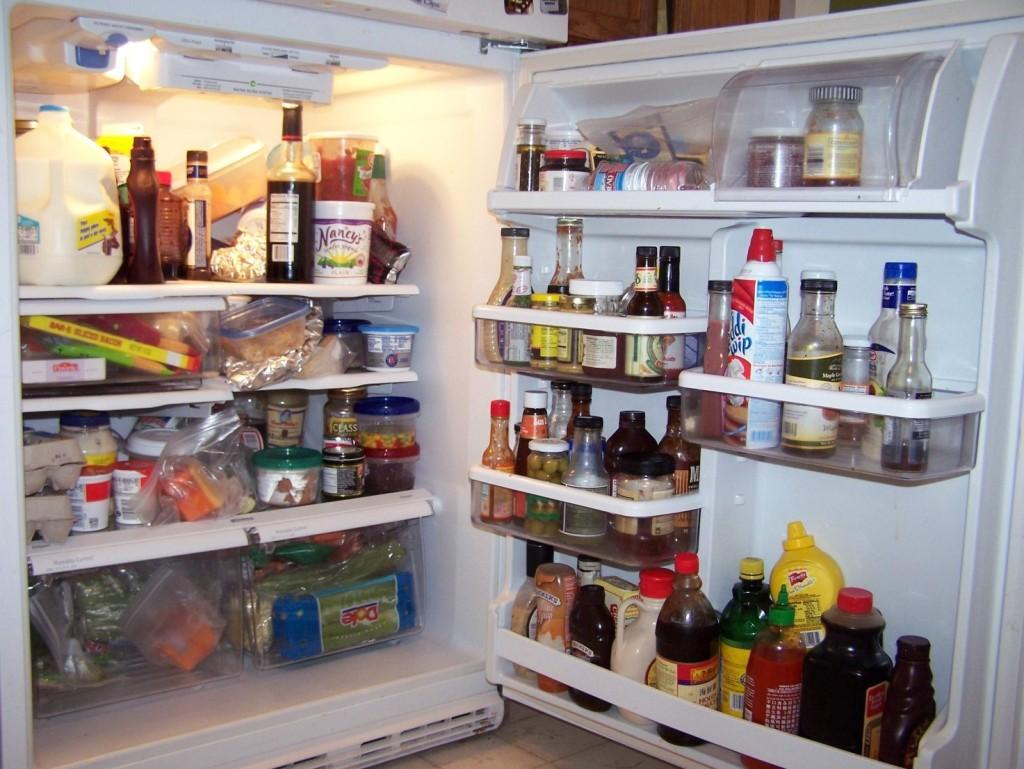 полный холодильник продуктов