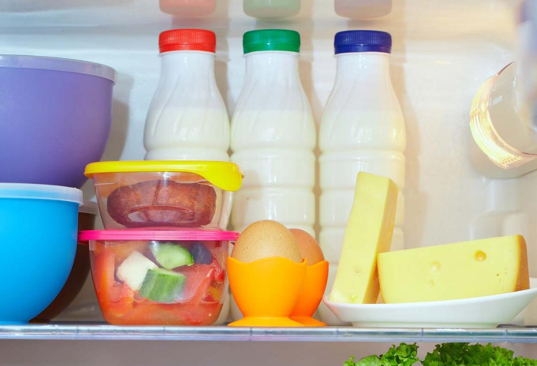молокопродукты в холодильнике