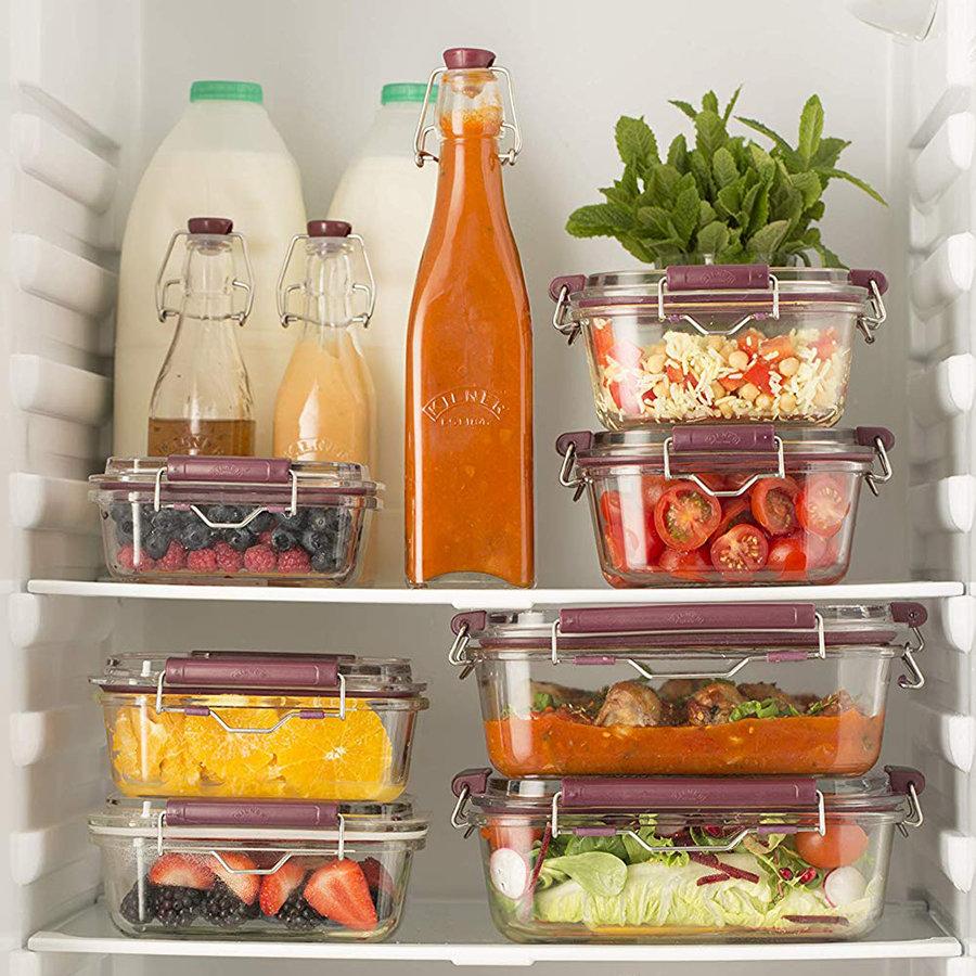 контейнеры в холодильнике