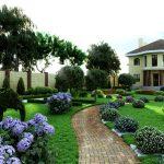 красивое оформление около дорожки на садовом участке