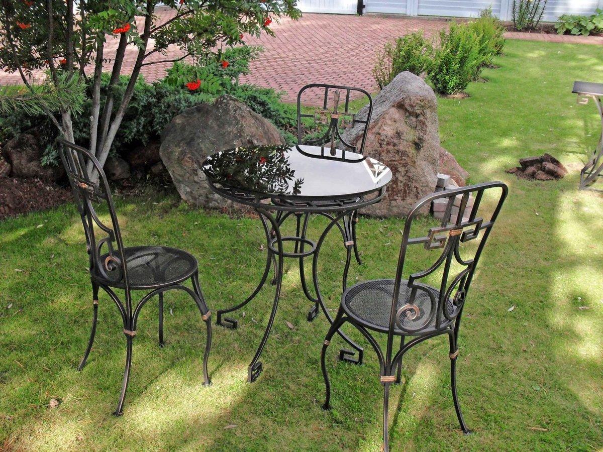 кованый стол и стулья для дачи