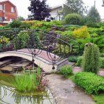 симпатичный мостик на садовом участке
