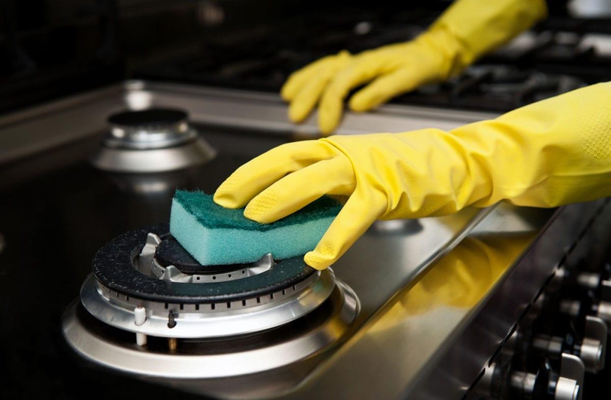 чистка плиты нашатырным спиртом