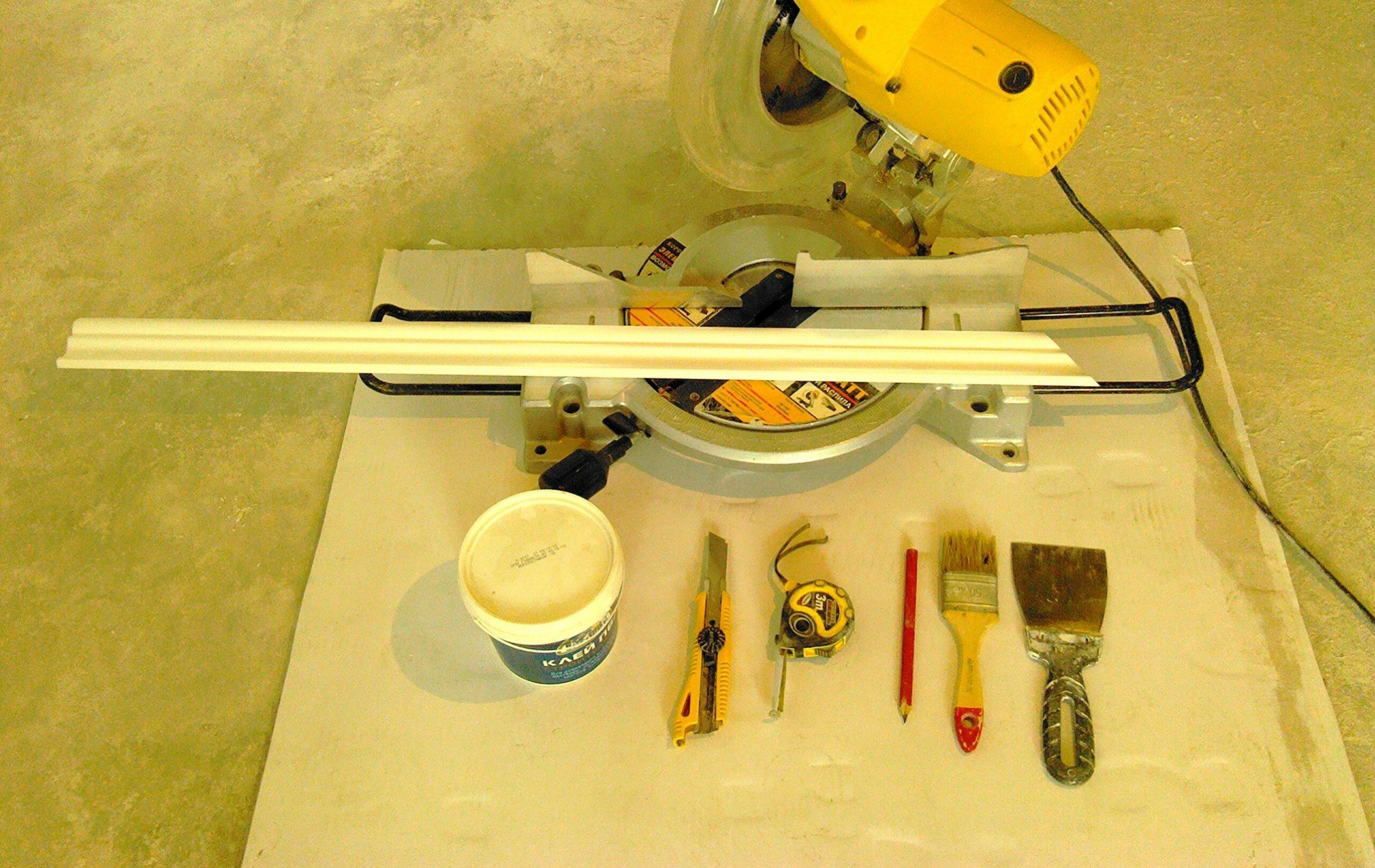 инструменты для подрезки плинтуса