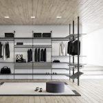 Просторная и светлая гардеробная комната