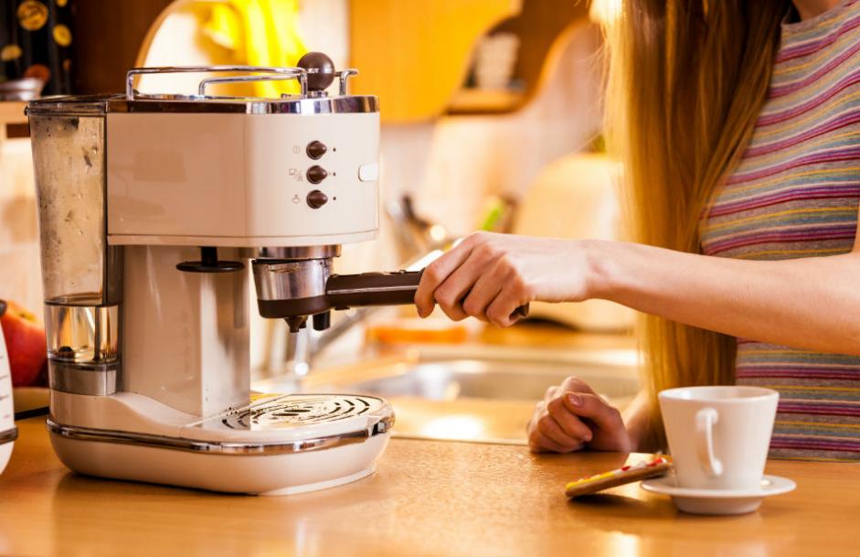 Как выбрать кофемашины для дома: особенности выбора, виды, критерии выбора,  полезные советы и рекомендации, рейтинг лучших производителей, фото.