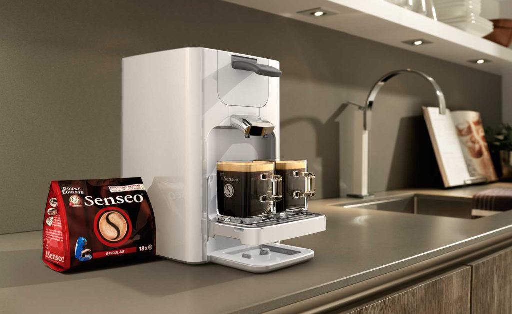 кофемашина с капучинатором в интерьере кухни