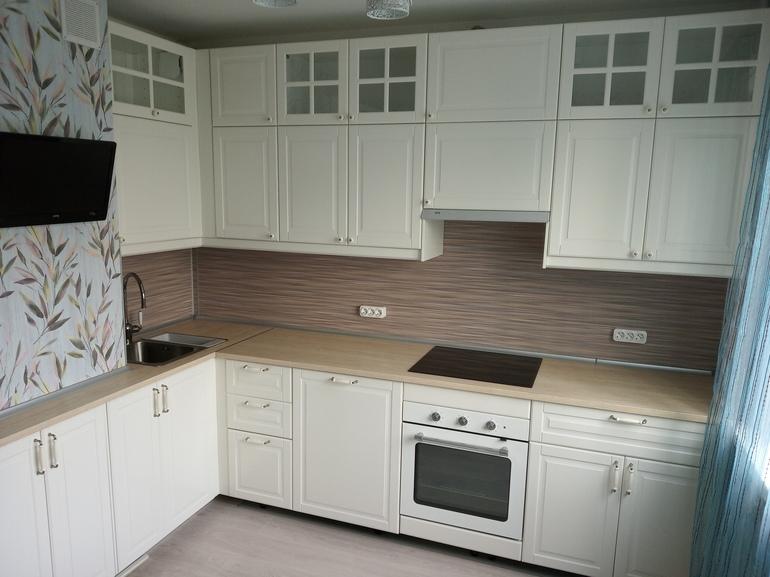 белая качественная кухня от икеа