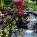 красивый водопад на дачном участке