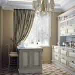 богатый декор окна на кухне