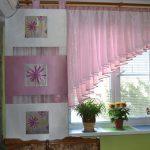 нежно-розовый короткий тюль для кухни
