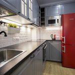 "яркий холодильник на кухне Икеа ""Будбин"""