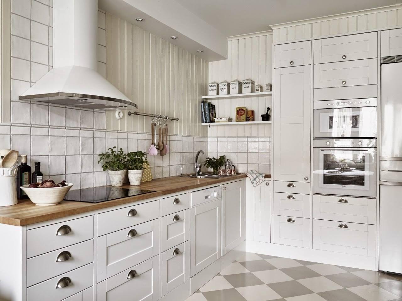 кухня Икеа в белом и сером цвете
