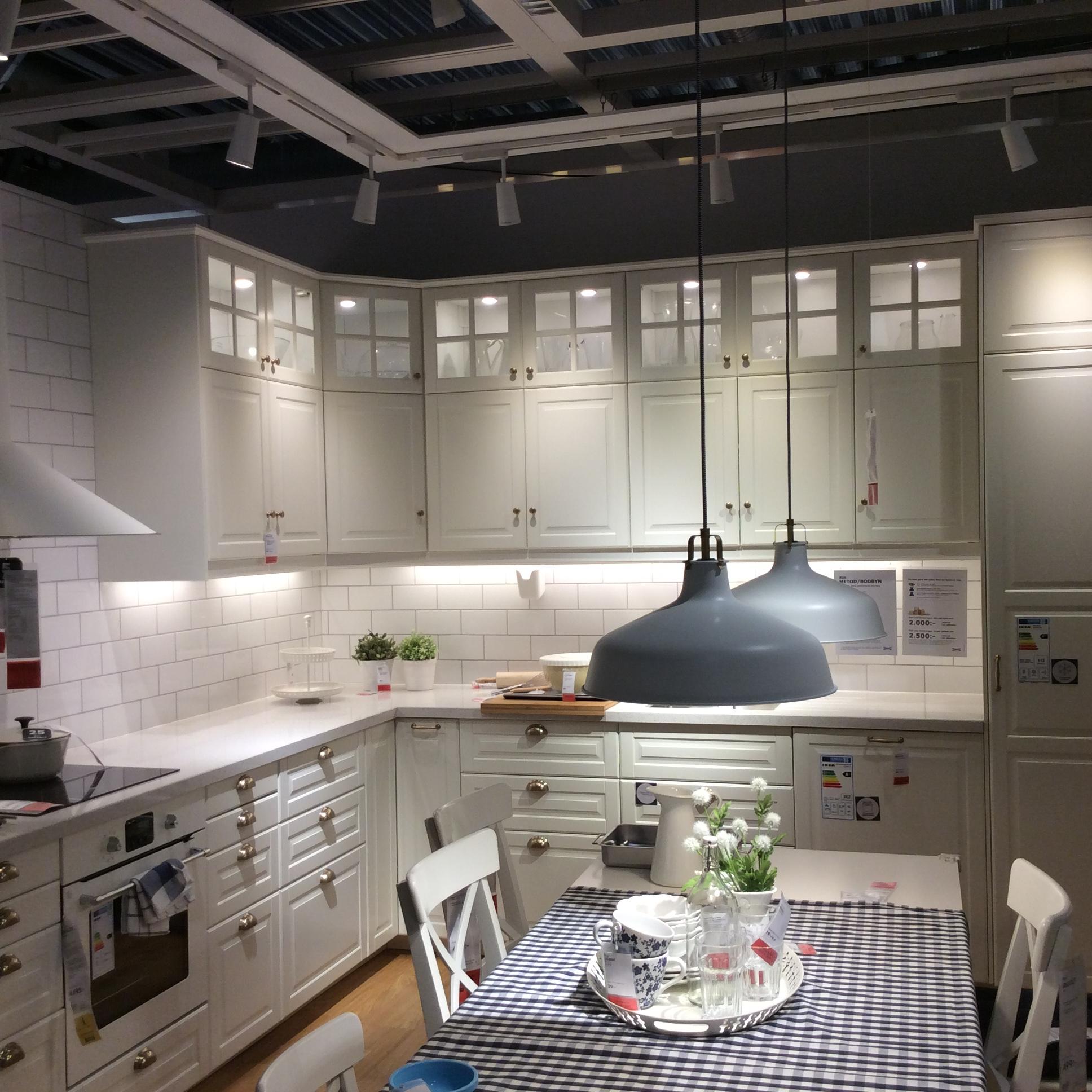 оригинальное решение для просторной кухни от Икеа