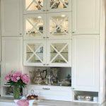 декоративные стеклянные шкафы на кухне