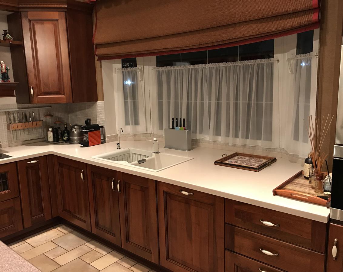 наш кухонный гарнитур у окна фото паллеты одинакового размера