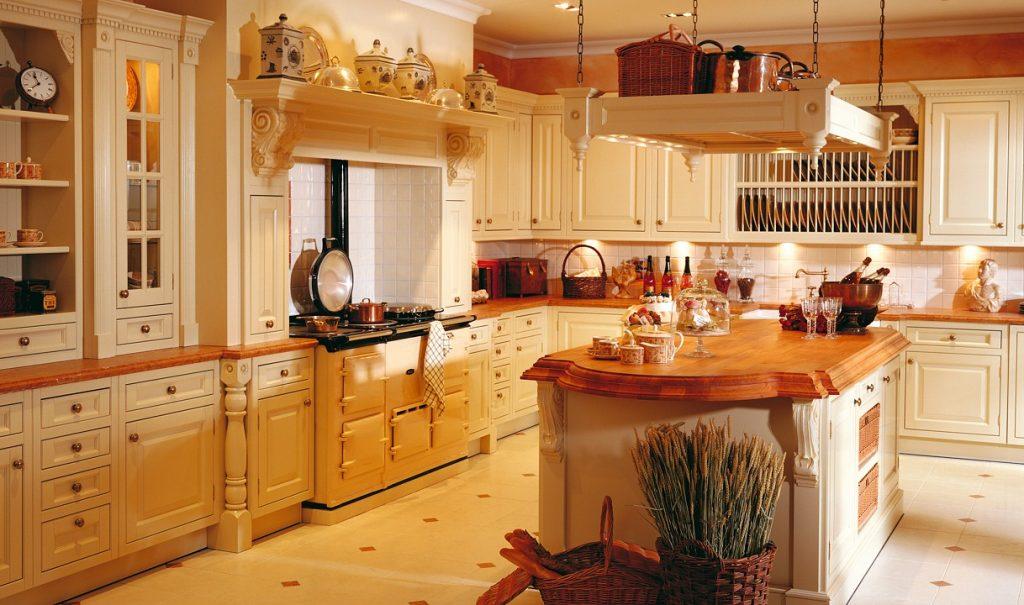 теплый мягкий свет на кухне