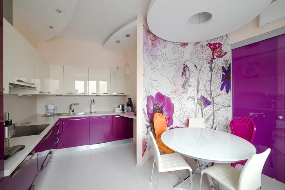 бело-фиолетовая мебель на кухне