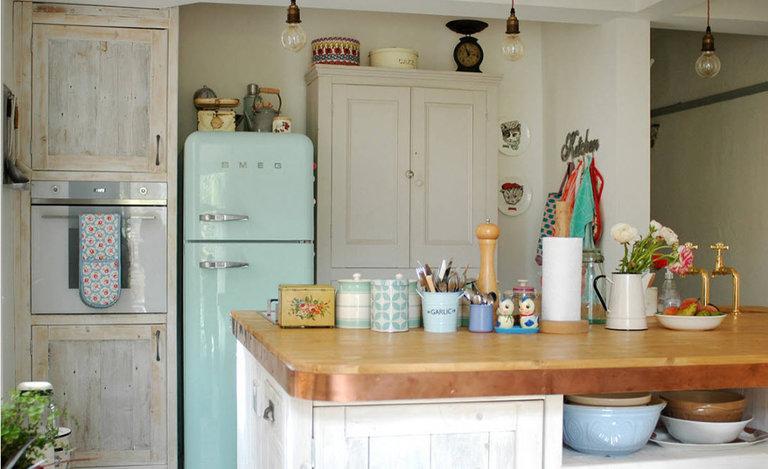 холодильник для кухни в ретро стиле