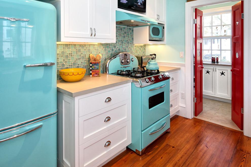 небольшая кухня в ретро стиле