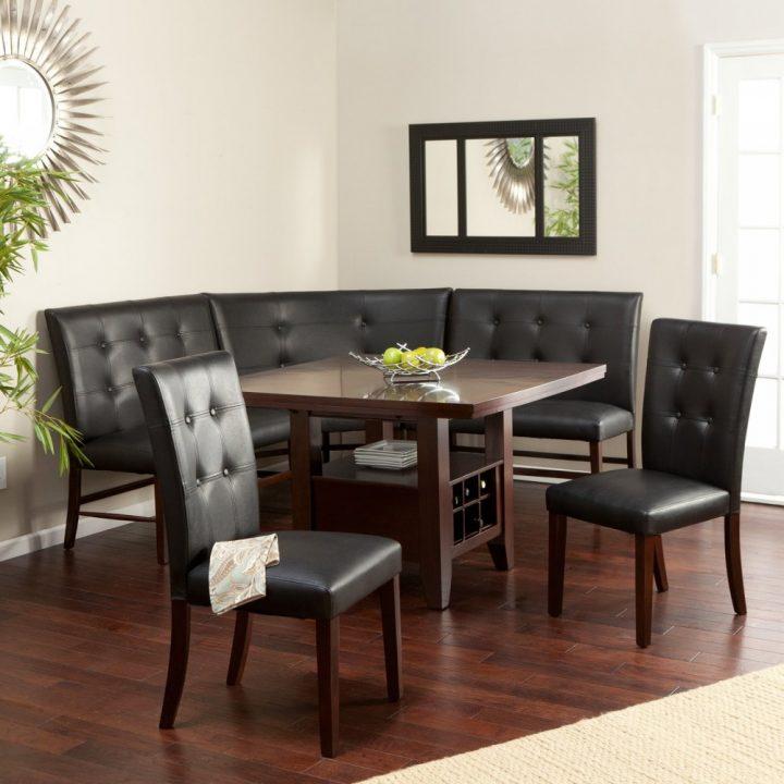 Черный диван со столом