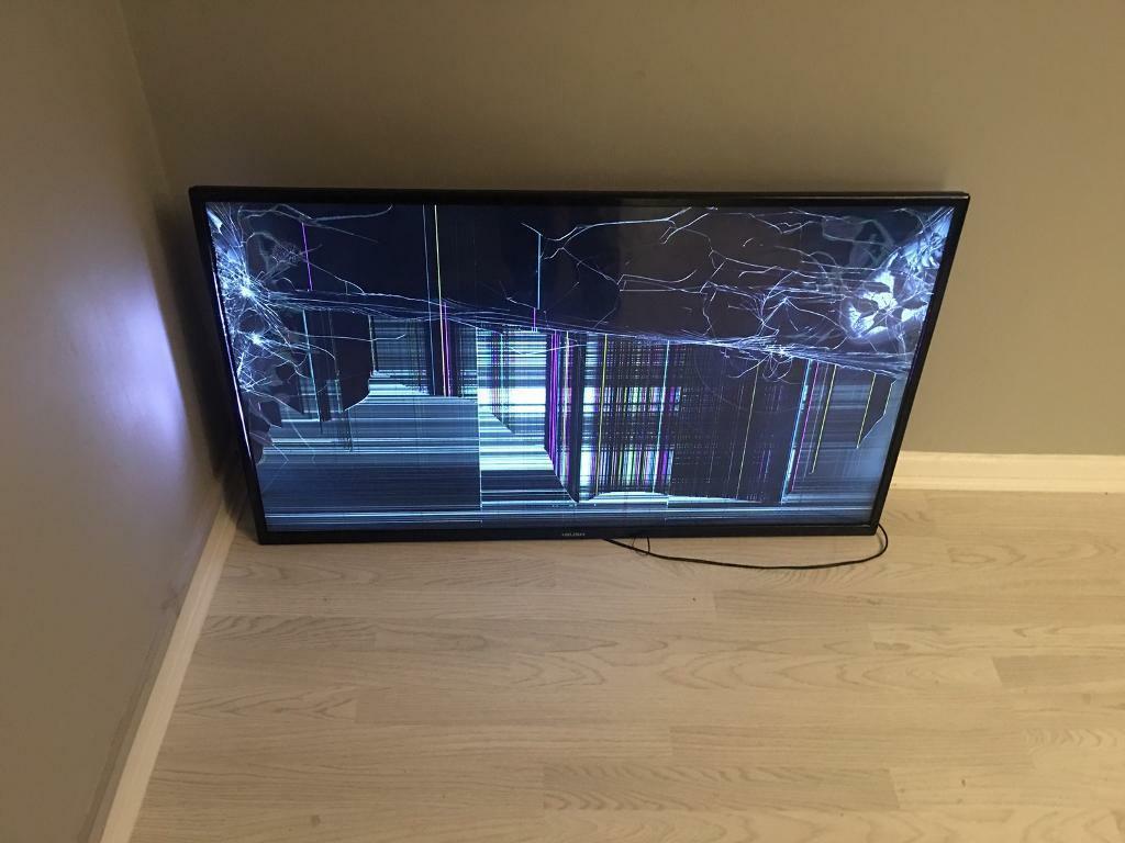 разбитый телевизор, упавший со стены