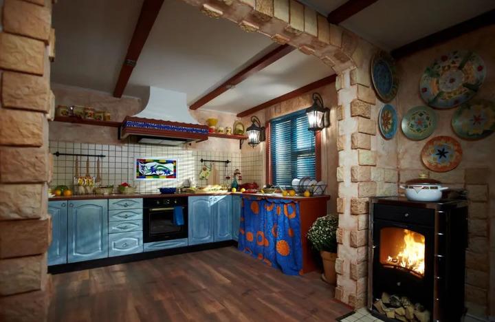 Печь-камин для кухни в стиле кантри