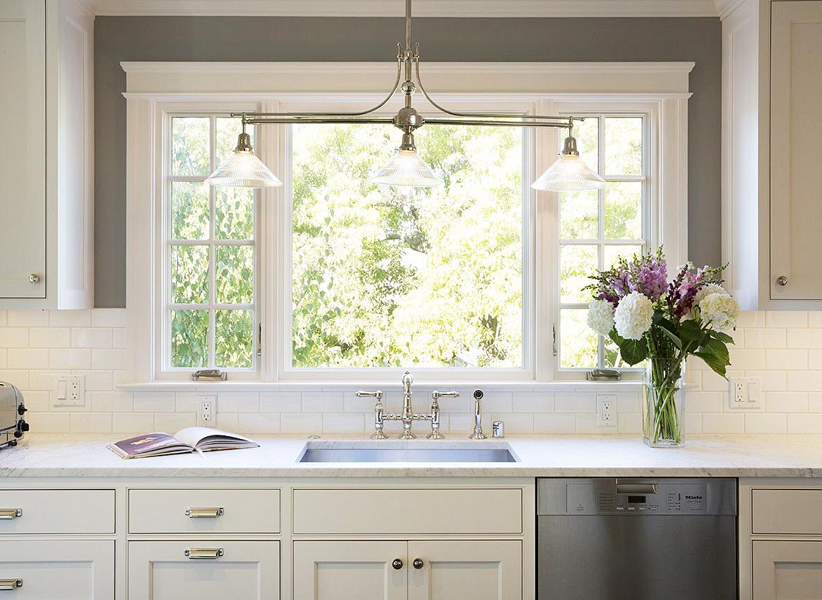 Окна для кухни в доме картинки тут вспомнил