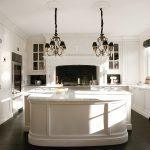 белый плинтус на кухне