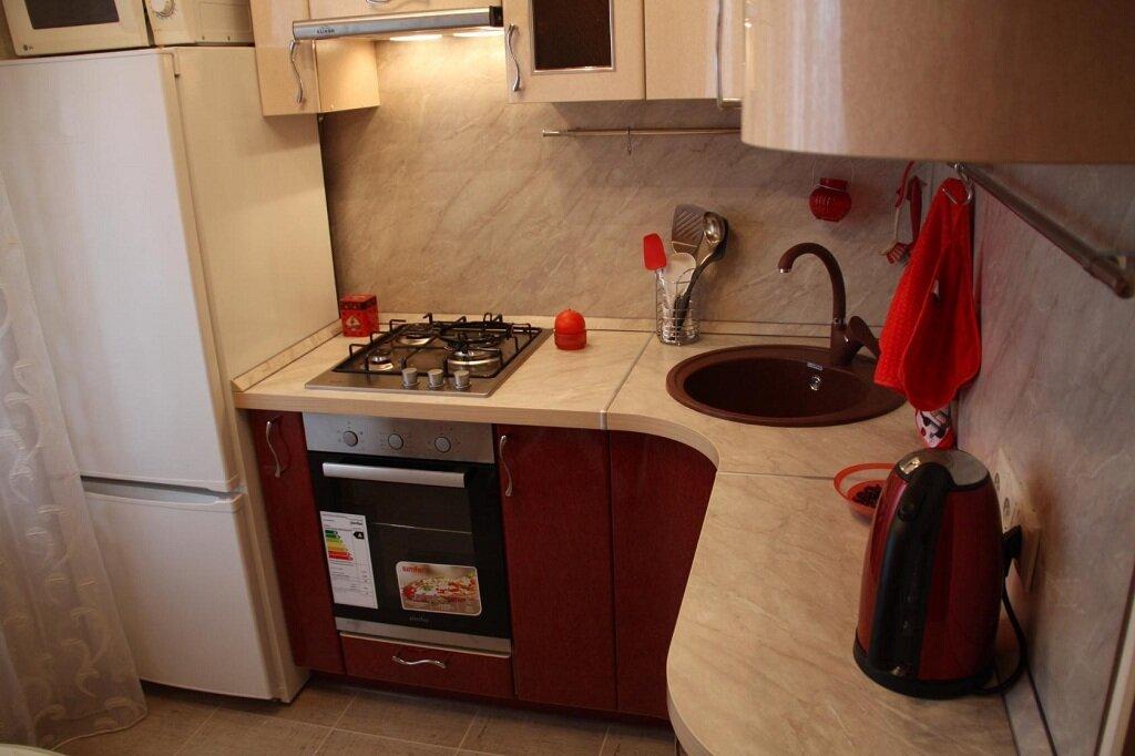 холодильник нам кухне