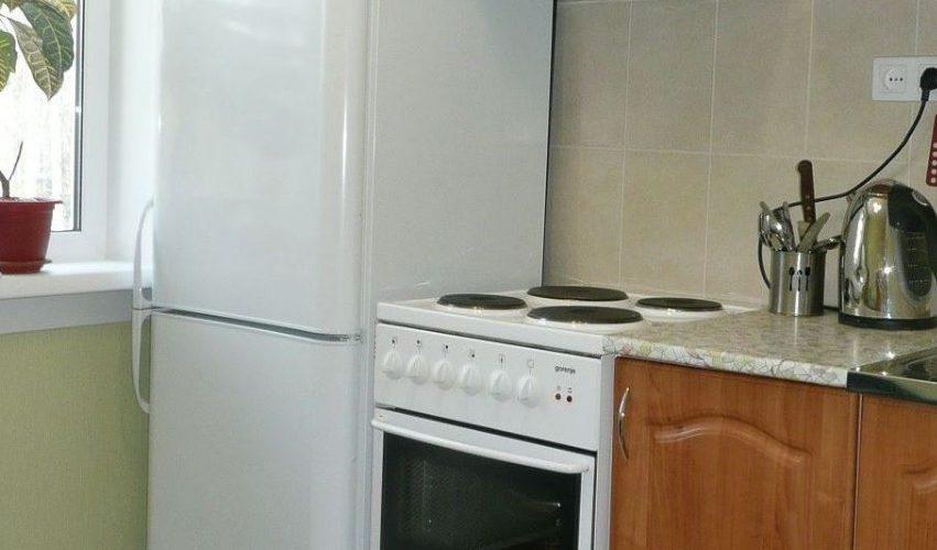 установка холодильника возле газовой плиты