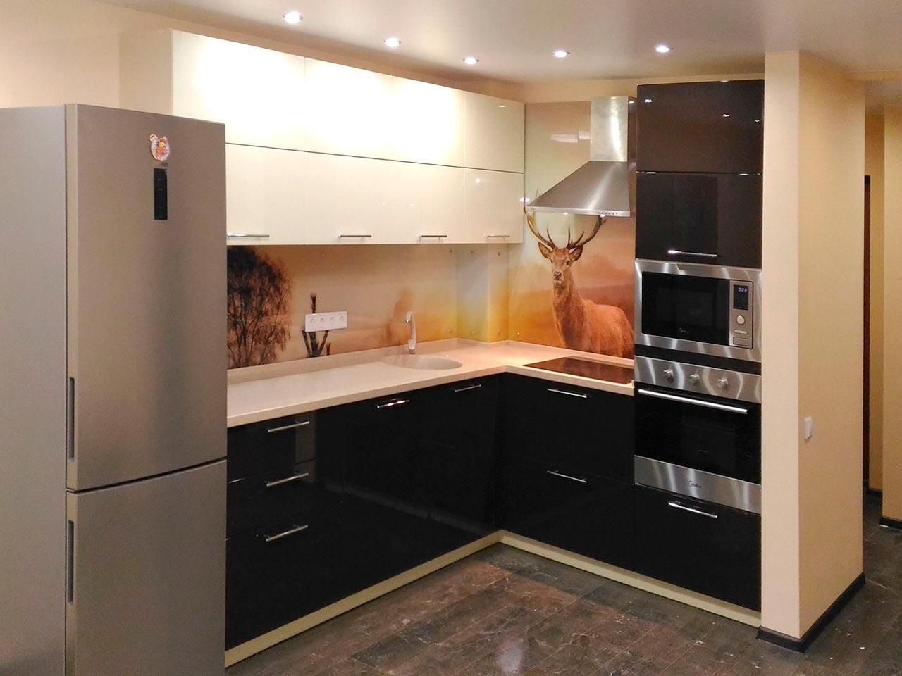 бытовая техника на угловой кухне