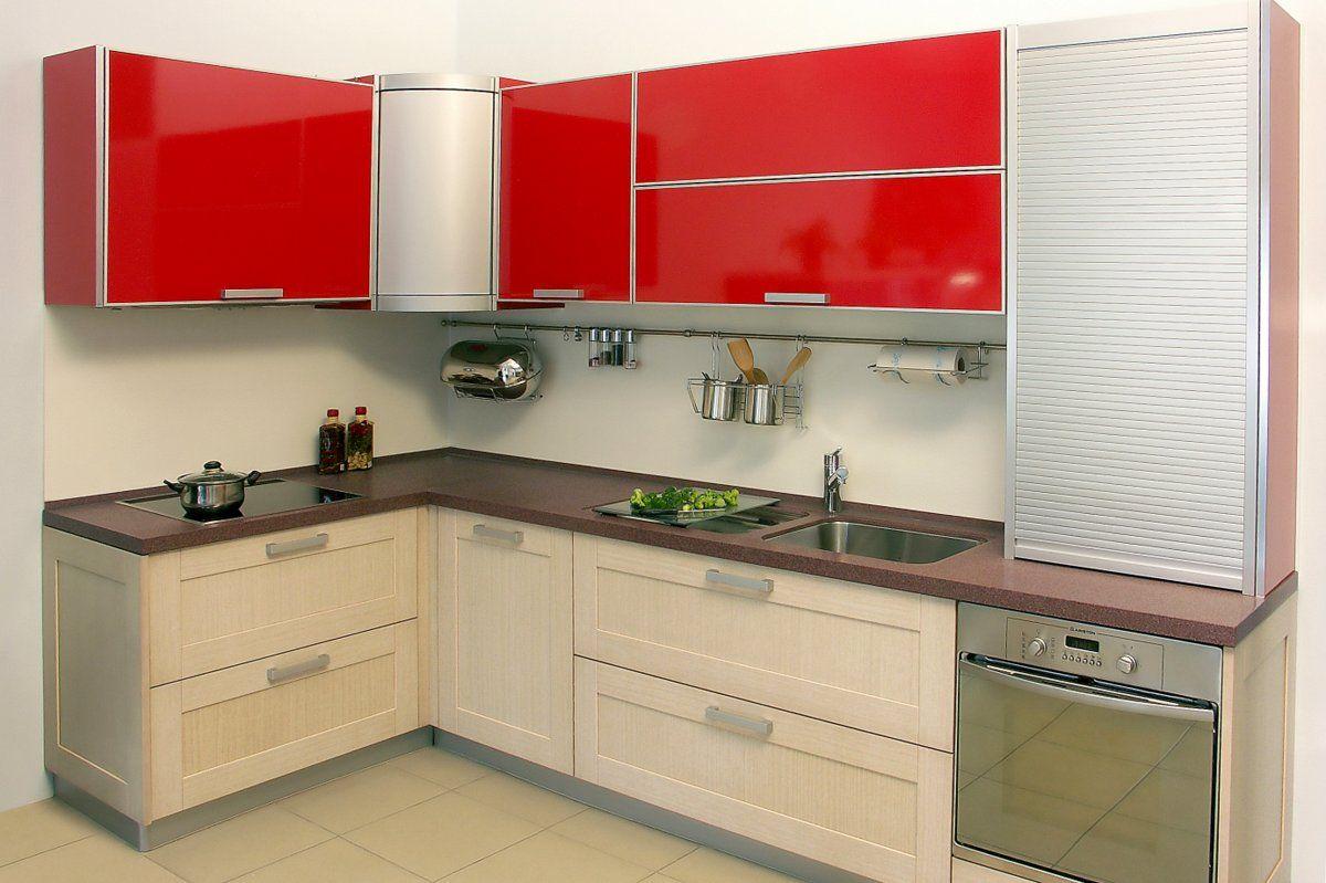 яркая современная угловая кухня