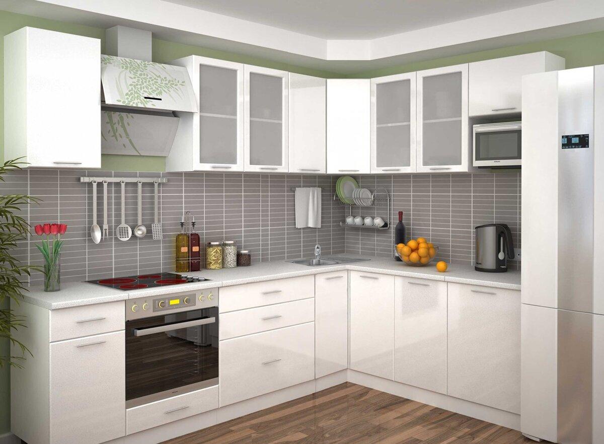 угловая кухня серого и белого цвета